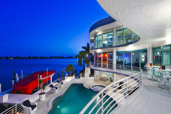 Modern villa in Tampa Bay