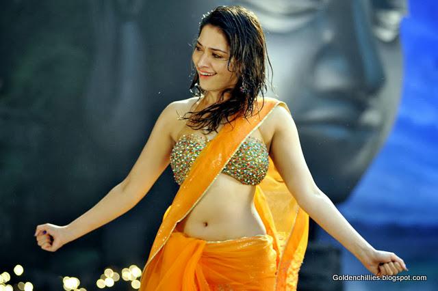 tamanna hip fold show in saree