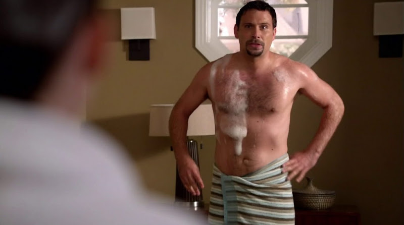 Jeremy Sisto Shirtless in Suburgatory s1e11