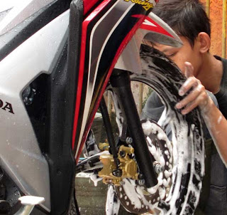 Tips Merawat Warna Cat Motor Tetap Kinclong