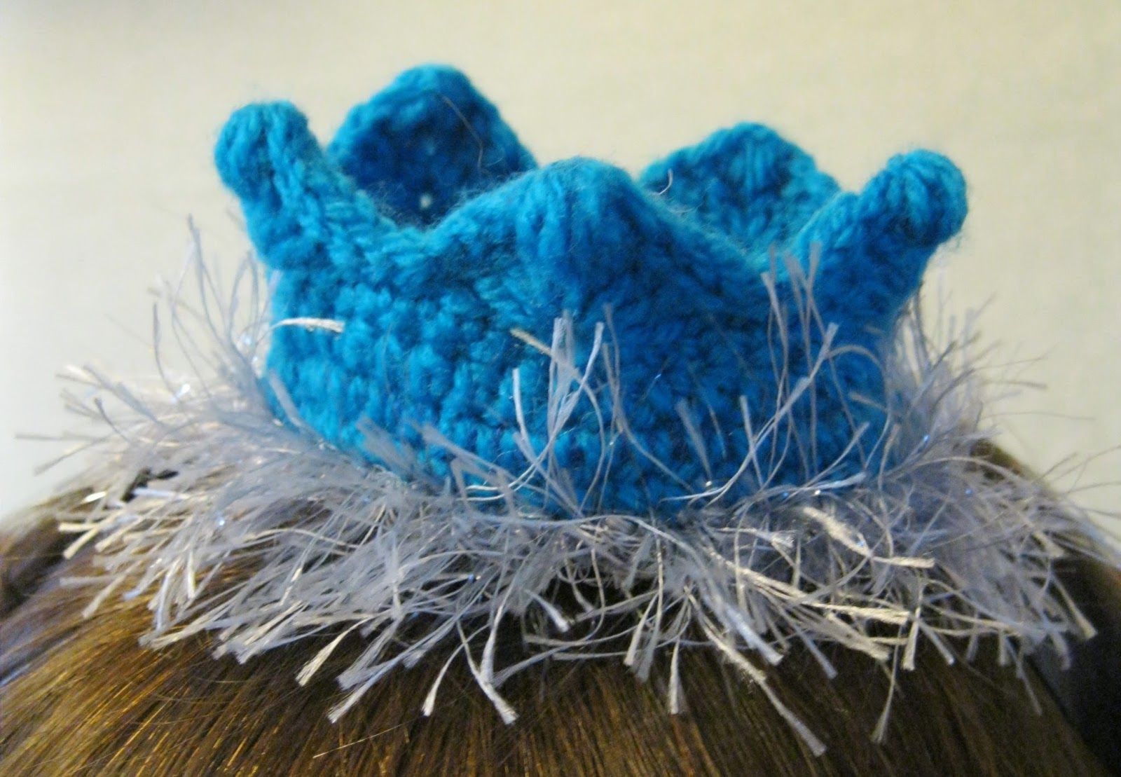 Lucyravenscar Crochet Creatures Christmas Cracker Crown Free