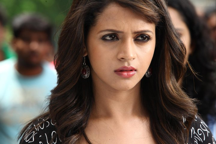 SouthIndian Actress Gallery: Bhavana hot new lok in Dr.Love