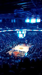 Hommage aux victimes du 13 Novembre aux USA avant un match de basket
