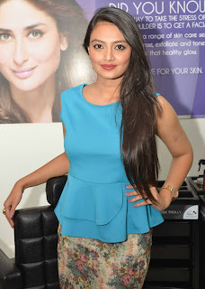 Nikitha Narayan in a Beautiful Sleeveless Blue Top at Launch of Naturals Family Saloon