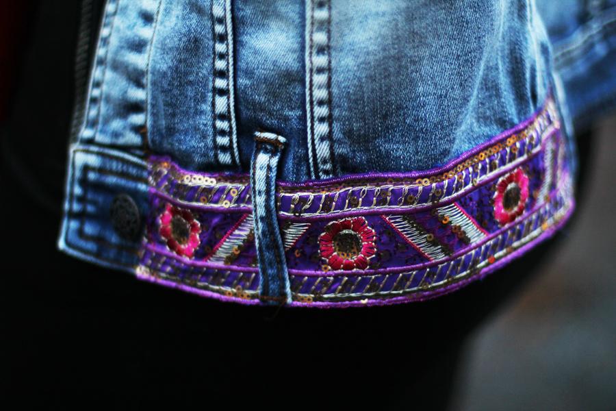 blumen bestickung jeansjacke
