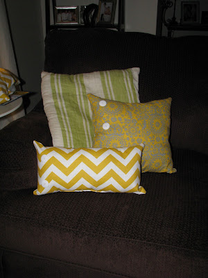 Pillows {rainonatinroof.com} #pillow #livingroom