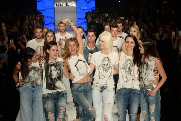 Gisele foi acompanhada de amigas modelos no último desfile  (Foto: Ag. News)