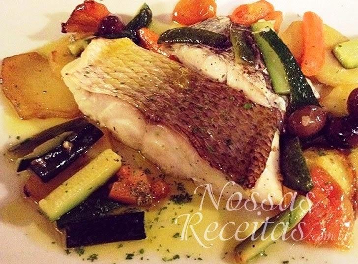 Receita de Filé de peixe preparado com legumes ao forno