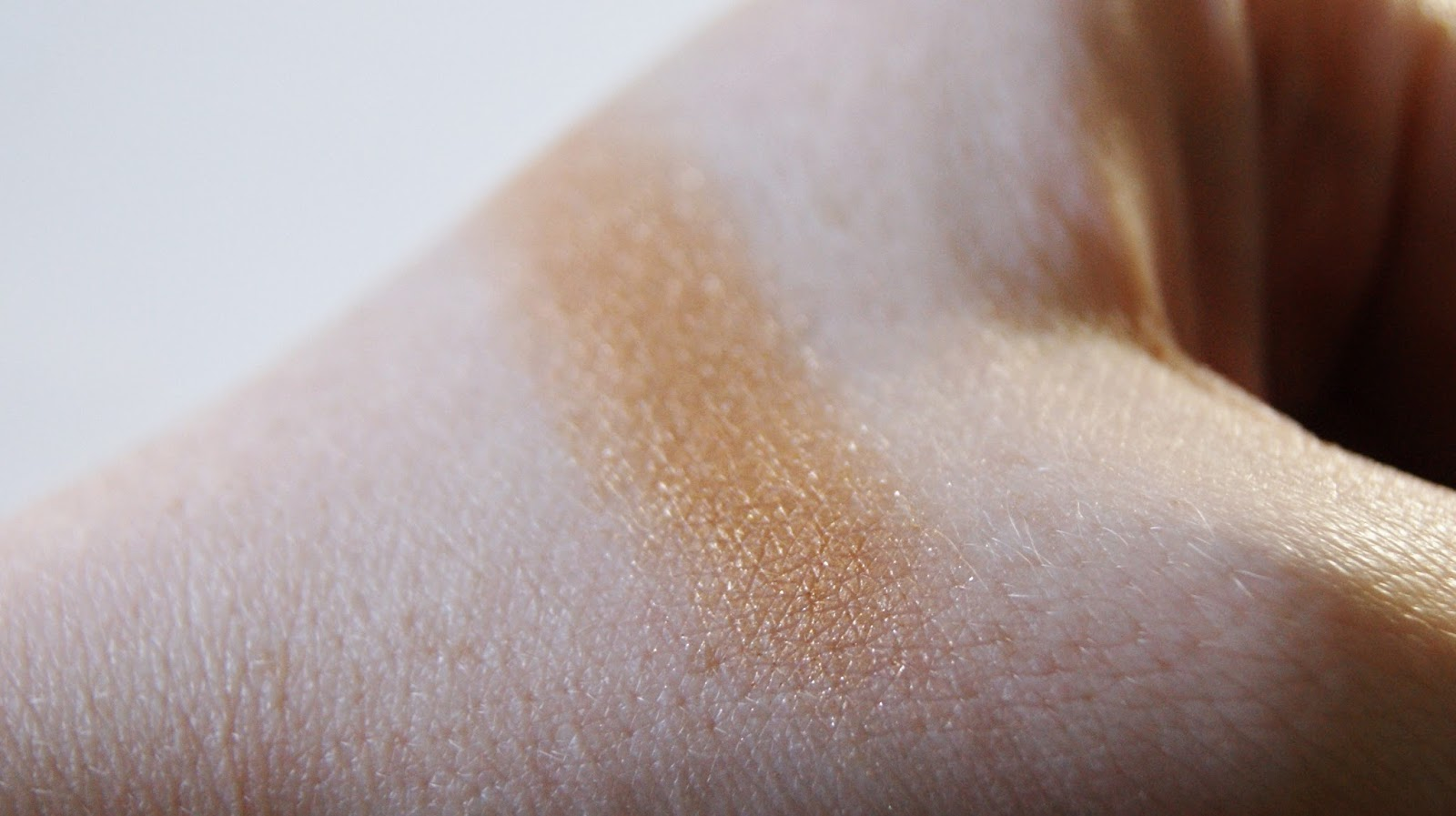Laura Mercier Illuminating Eye Colour in Sunglow Swatch