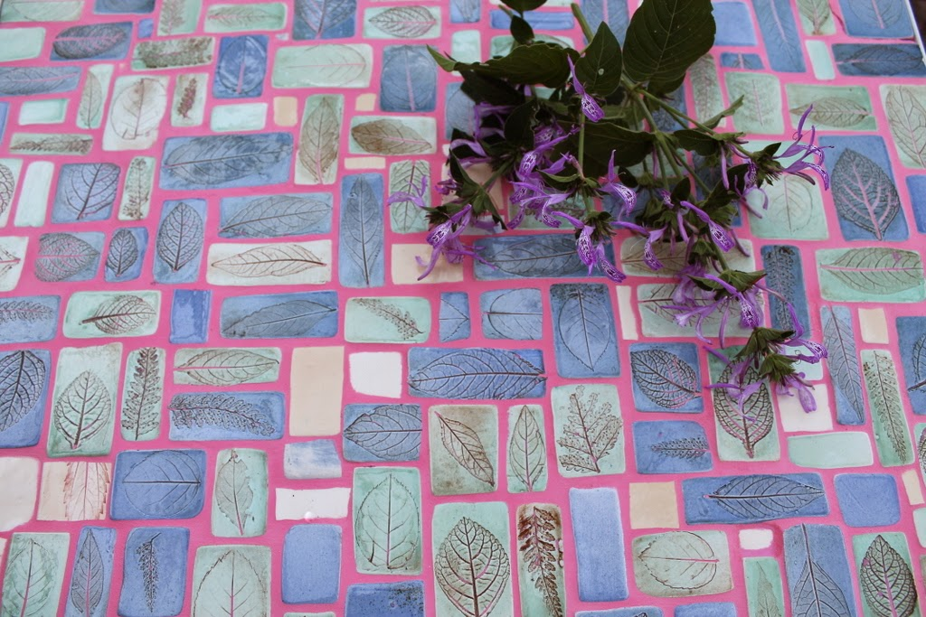 how to make a mosaic garden table