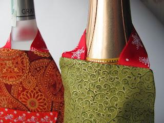 новогодний подарок, новогодний сувенир, новогоднее украшение, новогодние игрушки, новогодняя открытка, новогодние подарки, недорогой подарок, сувенир на Новый год, прикольный подарок, украшение дома, интерьерное украшение, новогодний декор, фартук, для дома и интерьера, украшение для интерьера, фартук на бутылку, украшение на бутылку, Новый Год, декор бутылок, оригинальный подарок