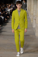 мъжки костюм в ярък жълто-зелен цвят