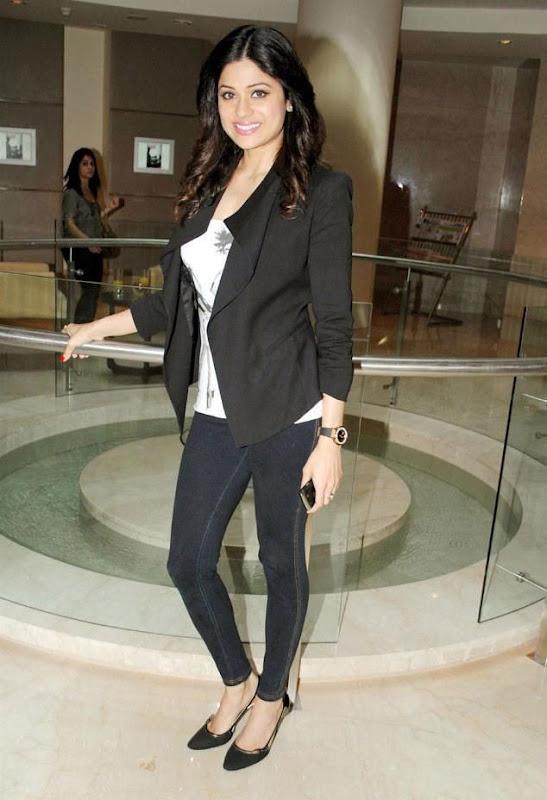 Shamita Shetty  Bollywood Actress In Spandex Black Pant Wearing wallpapers