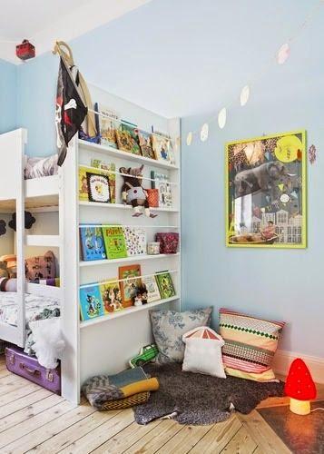 lateral de litera aprovechado con librería de cuentos