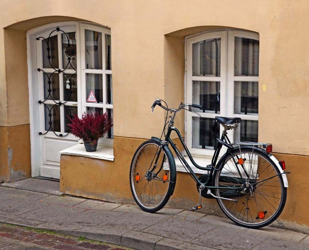 Парковка велопарковка. Вильнюс, Литва.Осень Выходные Прогулка по городу достопримечательности фотографии рестораны национальной кухни блошиные рынки