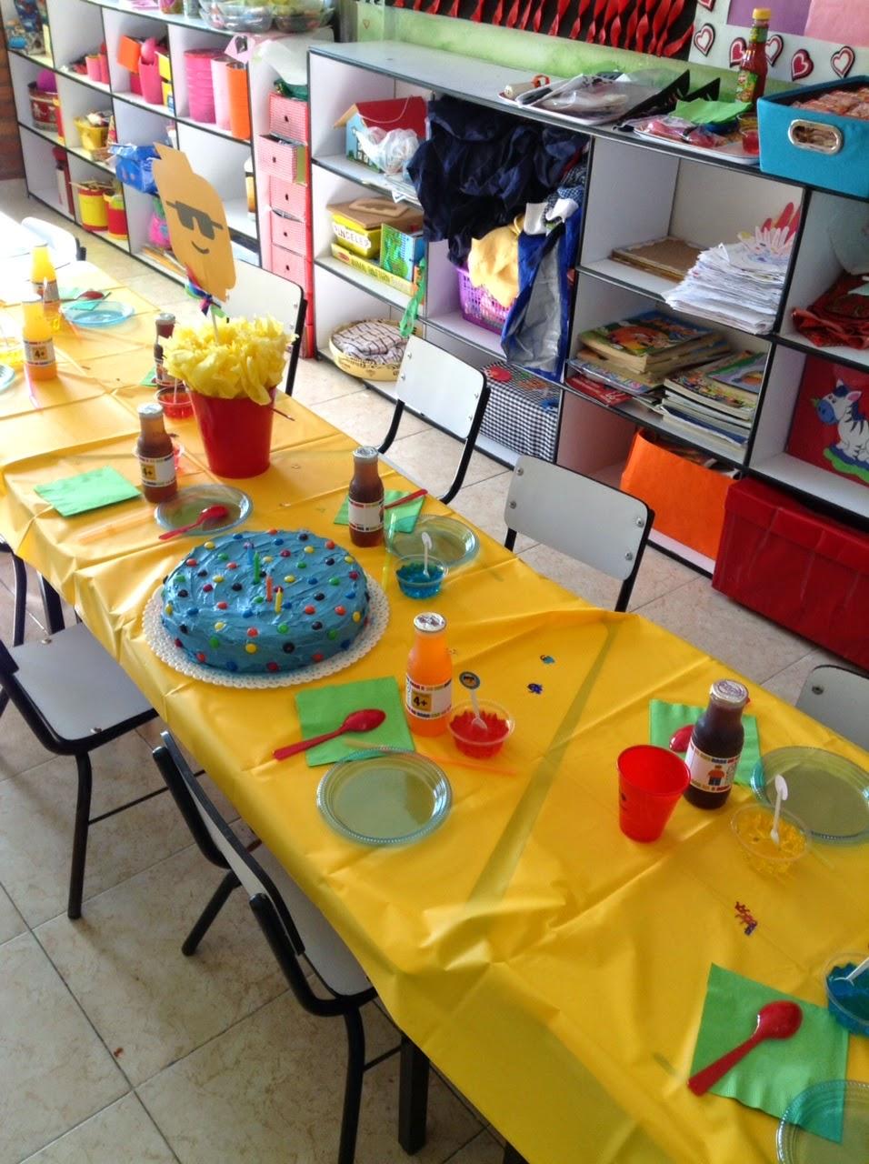 Parttis la colorida fiesta lego de pato en la escuela for Decoracion escuela