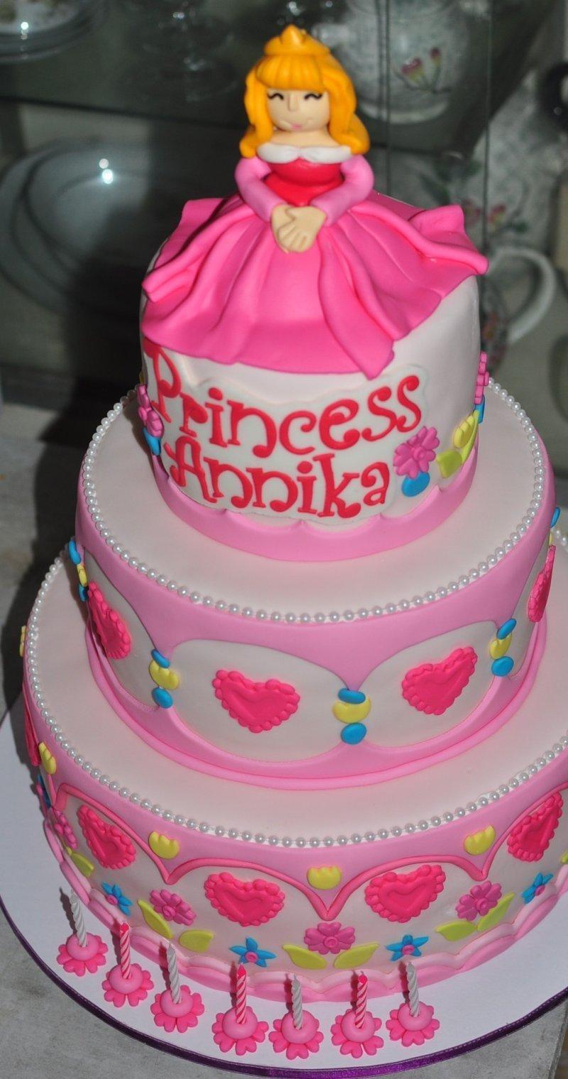 emily bakes cakes: Annikas Princess Aurora Birthday Cake