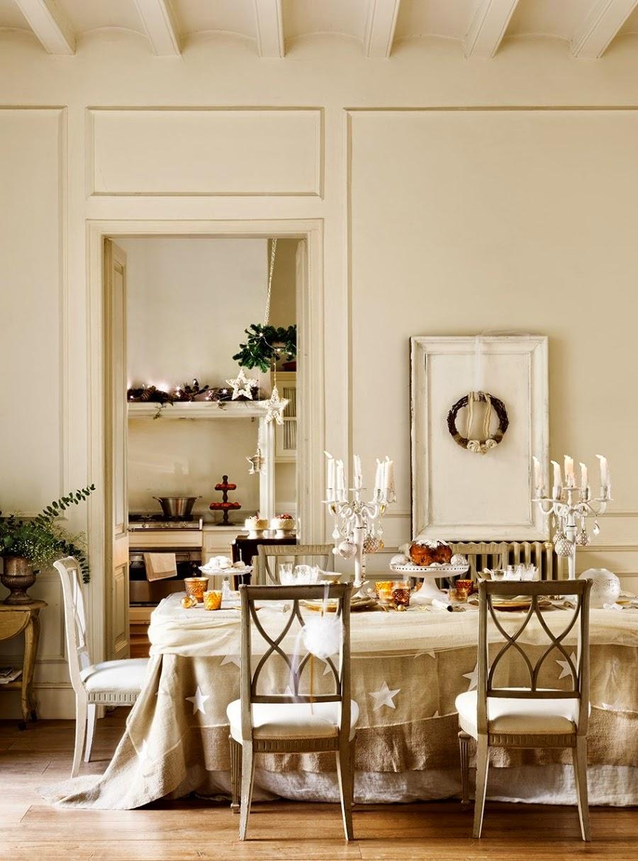 wystrój wnętrz, home decor, wnętrza, styl francuski, urządzanie mieszkania, Boże Narodzenie, Święta, zima, ozdoby świąteczne, styl francuski, białe wnętrza, biel, styl skandynawski, złote akcenty, choinka, jadalnia, nakrycie stołu