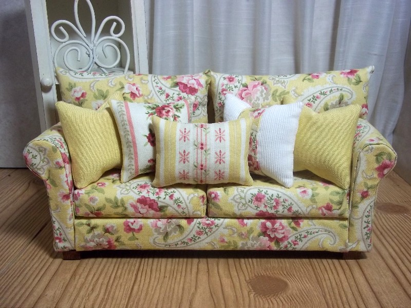 ... Dolls at Vans Doll Treasures: The Shabby Chic Sofa was a Success