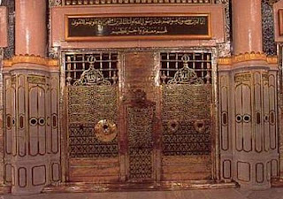 Empty grave next to the Prophet Muhammad intended for Jesus