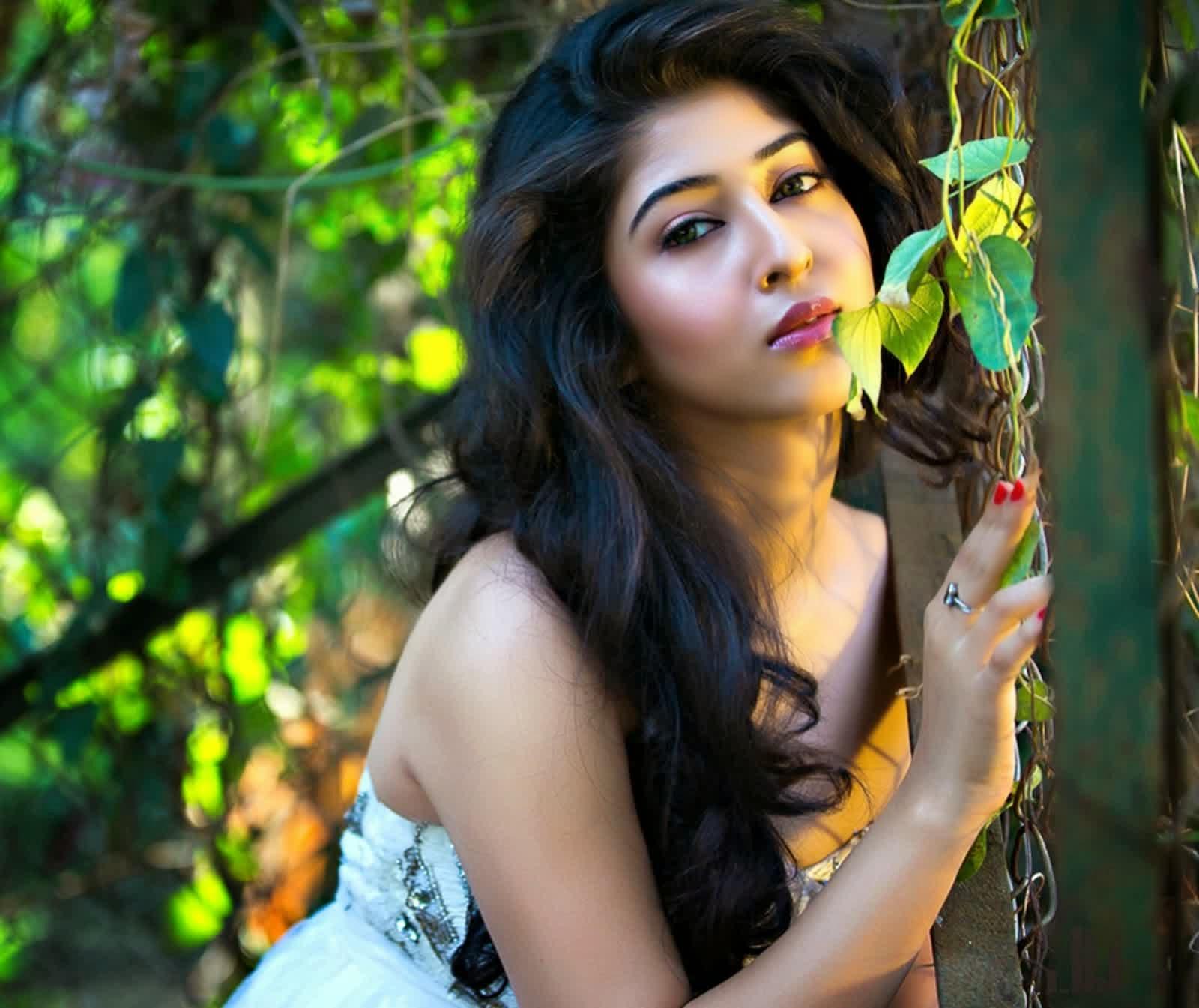 Foto Sexy Sonarika Badhori terbaru