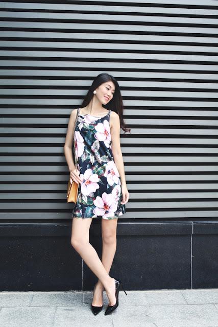 Chất liệu mềm mại cùng kiểu dáng của mẫu trang phục rộng rãi sẽ mang lại sự thoải mái cho những buổi hẹn hò cà phê cuối tuần.