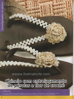 CHINELOS BORDADOS COM PÉROLAS E DECORADOS COM FLORES DE CROCHE