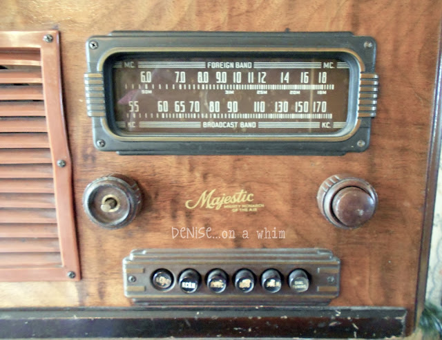 Vintage Radio in a Christmas Vignette via http://deniseonawhim.blogspot.com