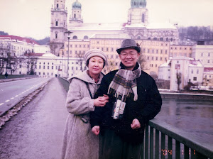 2004.1,与小弟弟罗勉在德国Passau。