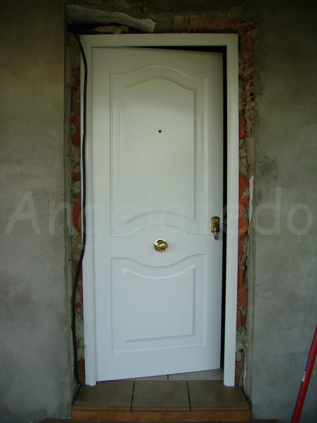 forrado de las jambas de una puerta con ladrillo rstico