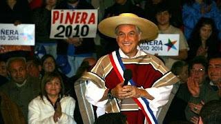 Sebastián Piñera con poncho y sombrero de paja