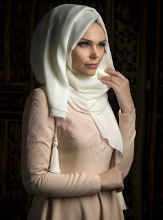 Style hijab pesta modern ala turki desain simpel dan casual