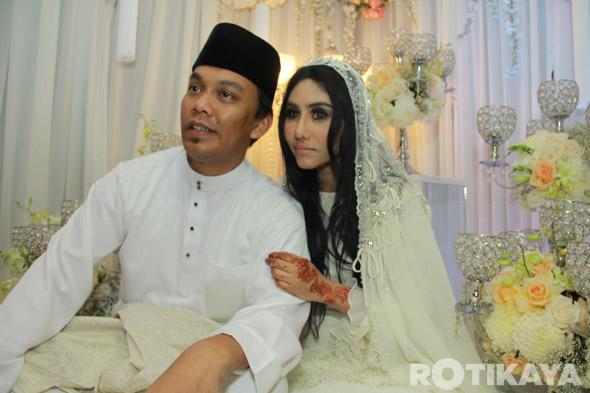 14 - Gambar Pernikahan Ella dan Azhar Ghazali