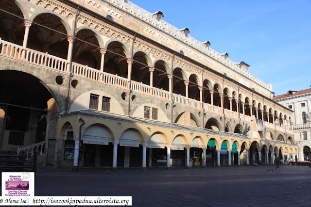 Piazza delle Erbe and Palazzo della Ragione (on Sunday)