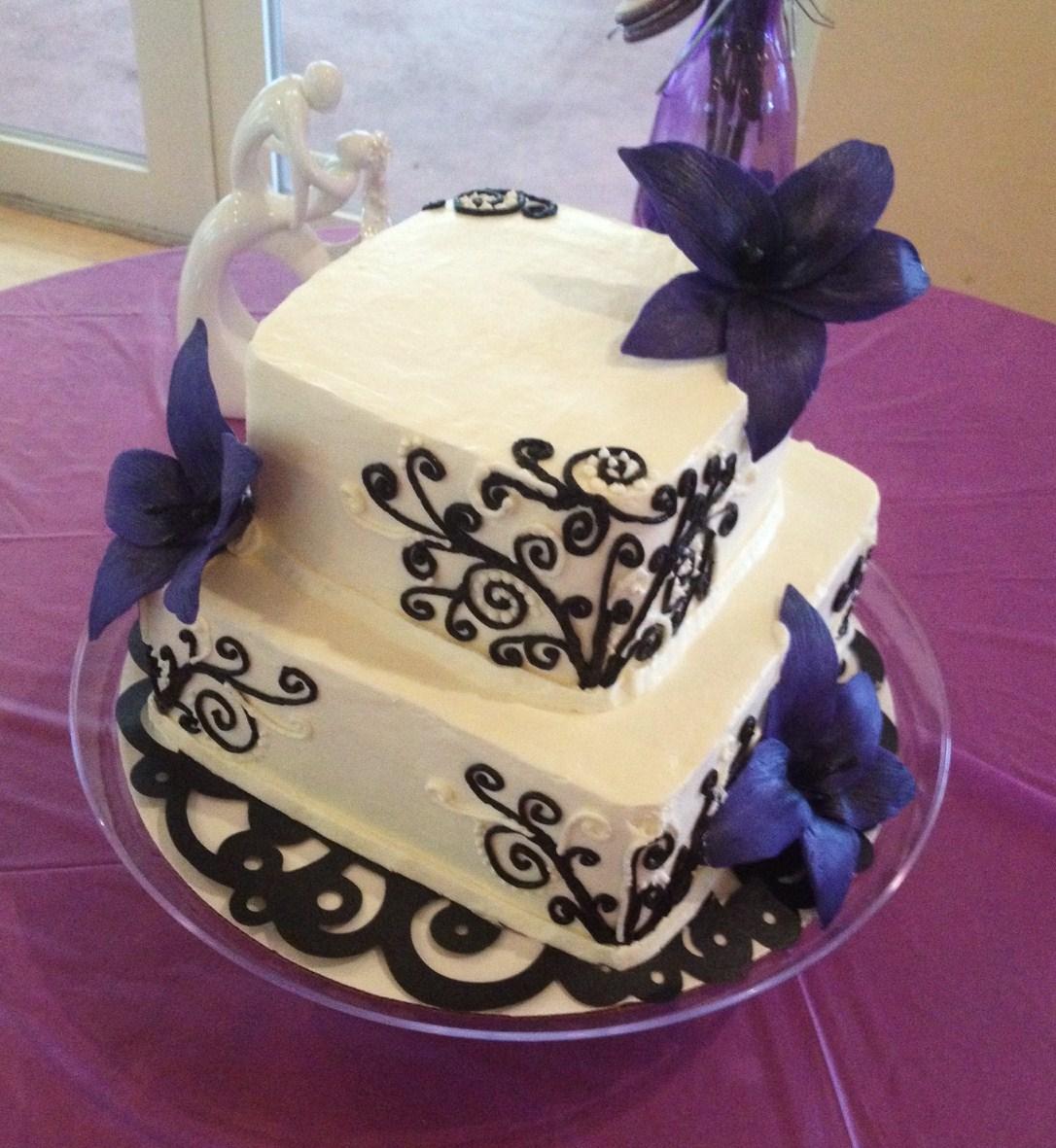 Custom Cakes By Eileen Custom Tiered Wedding Cake with