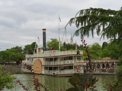 the Molly Brown Riverboat at Disneyland Paris www.thebrighterwriter.blogspot.com