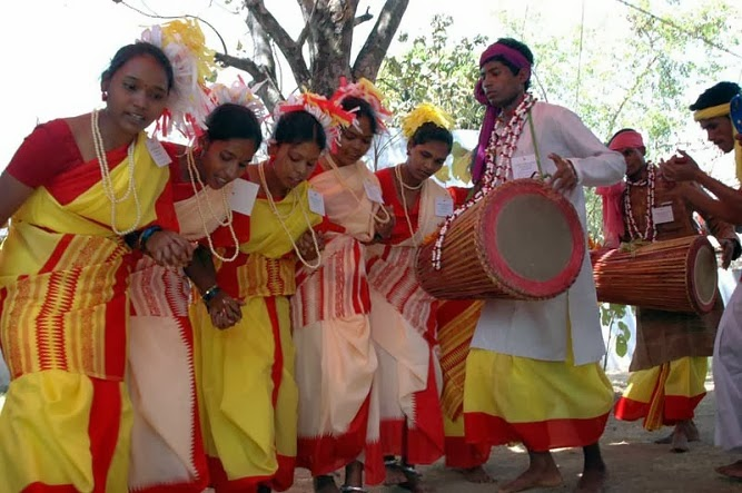 Traditional Costumes of Jharkhand for Men and Women - Traditional Clothing India
