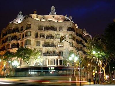 La Pedrera (Barcelona, España). los edificios mas extraños del mundo. Edificios extraños