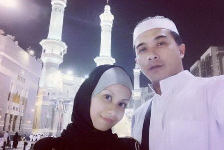 Gambar Aaron Aziz dan Isteri Tunaikan Umrah di Mekah