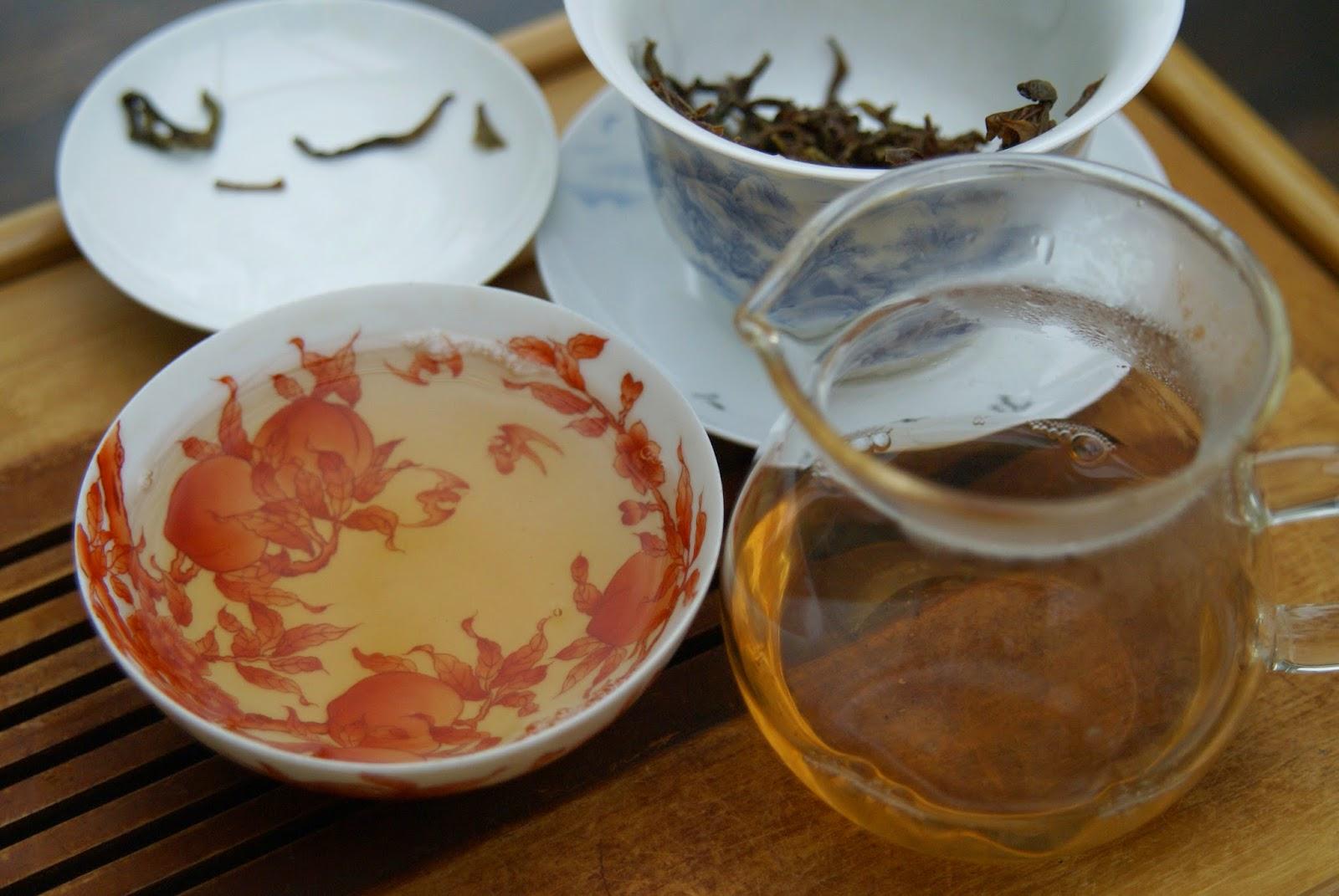 thé et céramique : coupe en porcelaine avec couverte rouge de fer