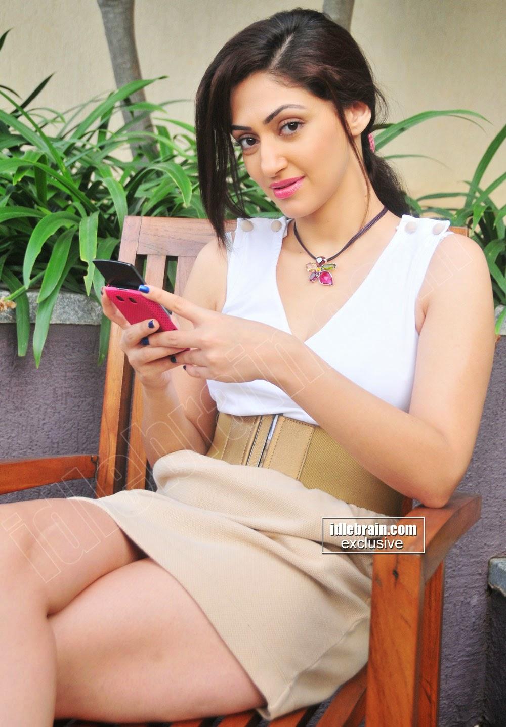 Reyhna Malhotra hot thighs