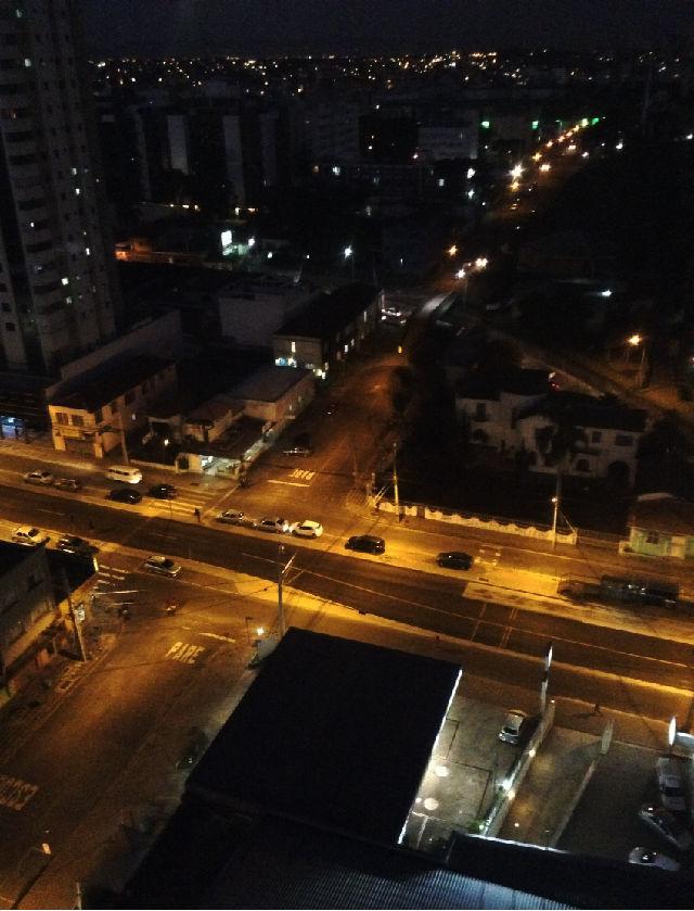 Avenida de noite
