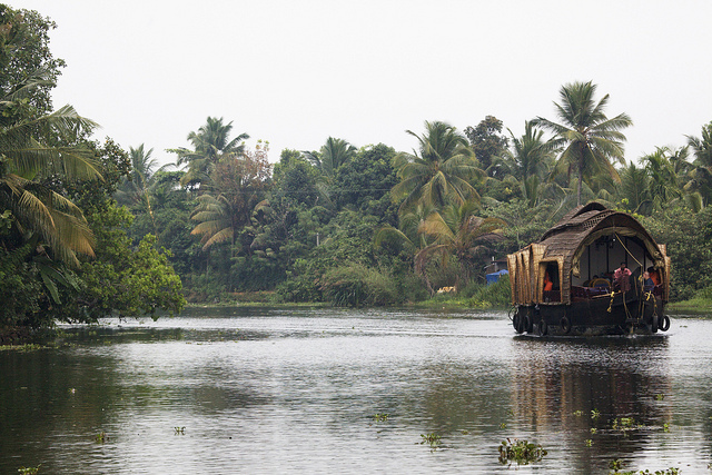 Book tours of backwater Kerala in Alappuzha