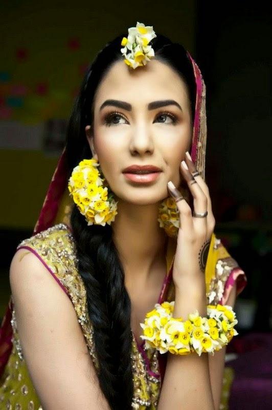 N Mehndi Makeup : Trends of bridal mehndi makeup for summer season b g