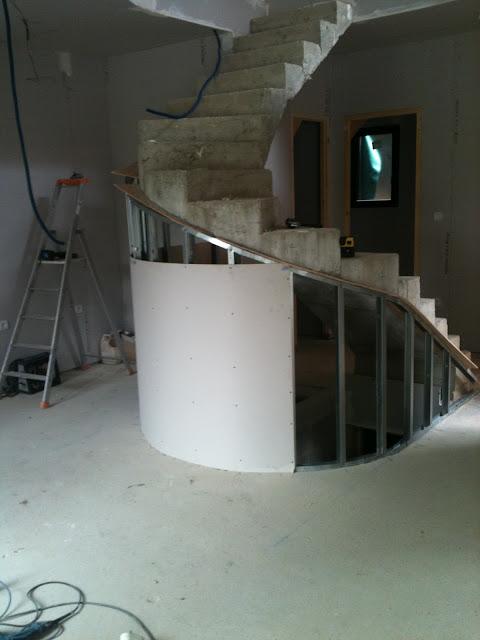 lcch habillage d un escalier b ton arrondie. Black Bedroom Furniture Sets. Home Design Ideas