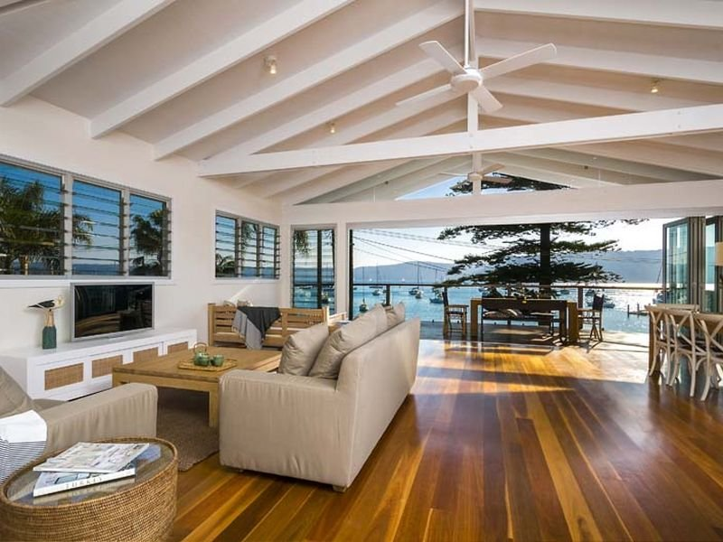 Beach house tour in paradise desire empire for Open plan house designs australia