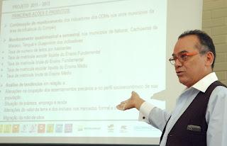 Oscar Roldan, do ONU Habitat, apresenta resumo do Monitoramento de Indicadores Socioeconômicos dos impactos do Comperj em sua região de influência