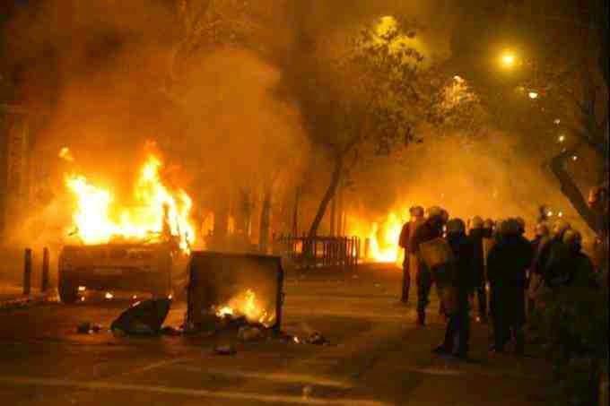 """Στο έλεος των κουκουλοφόρων το κέντρο της Αθήνας - Παρατηρητής η αστυνομία σύμφωνα με το """"δόγμα Πανούση"""""""