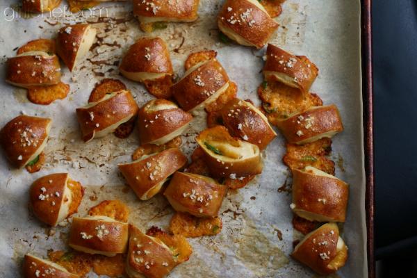 Jalapeño-Cheddar Pretzel Bites | www.girlichef.com