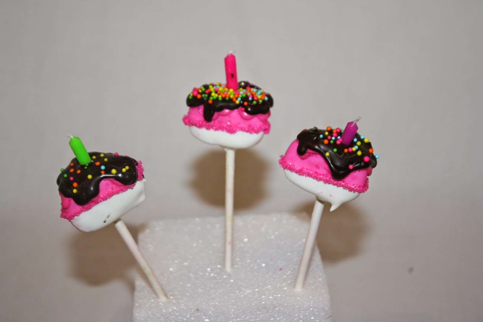 With These Cake Pops EVERYONE Gets To Blow Out The Candles Are Perfect Idea For A Group Birthday Party So Much Fun
